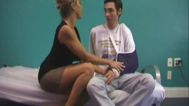 Adolescente modelo webcam escupiendo y chupándose los dedos de los pies tias con buenas tetas follando