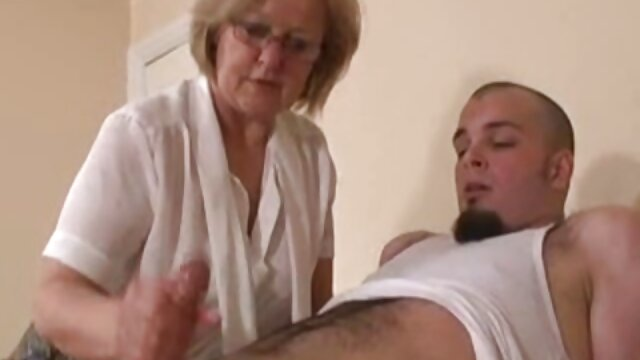 grool Love tia caliente coje con su sobrino jugando